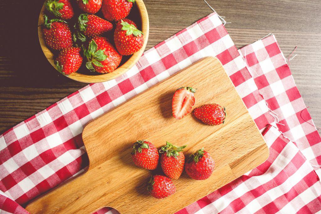 erdbeeren verf hrerisch lecker und rot wie die s nde die lebensmittelampel. Black Bedroom Furniture Sets. Home Design Ideas